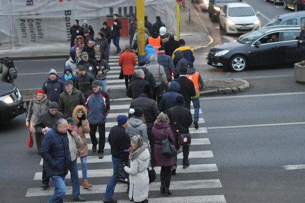 Blokáda frekventovanej Levočskej ulice.