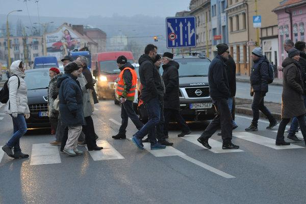 Aktivisti zablokovali frekventovanú Levočskú ulicu v čase popoludňajšej špičky.