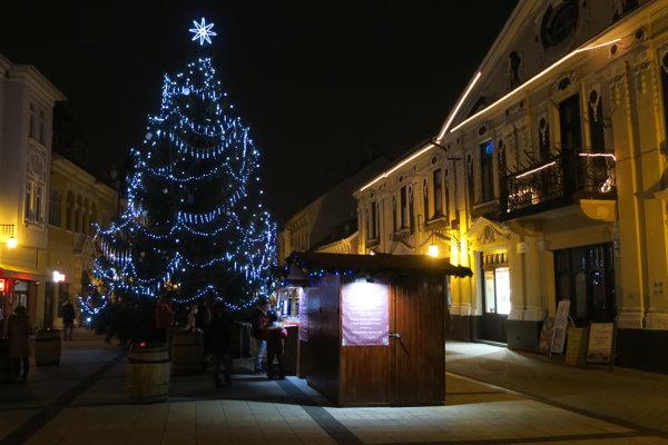 Vianočný strom v Piešťanoch.