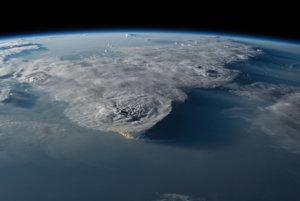 Búrky nad Juhočínskym morom.