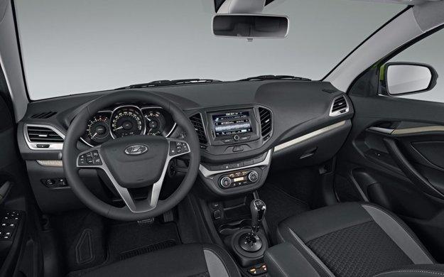 V interiéri modelu nájdeme aj palubný počítač či multimediálny systém so 7-palcovým dotykovým displejom
