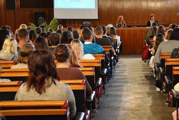 ŽSK má v kompetencii aj oblasť stredných škôl.
