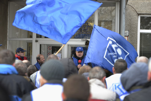 Protestné zhromaždenie Odborového zväzu KOVO na podporu kolektívneho vyjednávania za vyššie mzdy v Košiciach.