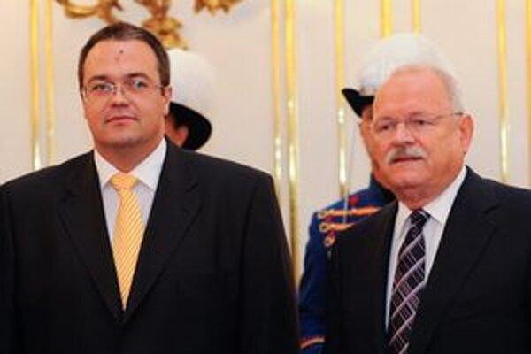 Prezident SR Ivan Gašparovič a mimoriadny splnomocnený veľvyslanec Maďarskej republiky v SR so sídlom v Bratislave Csaba Balogh počas nástupnej audiencie.