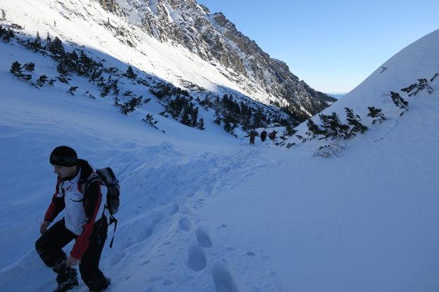 Snehu je fakt dosť. Pre mnohých komplikuje výstup.
