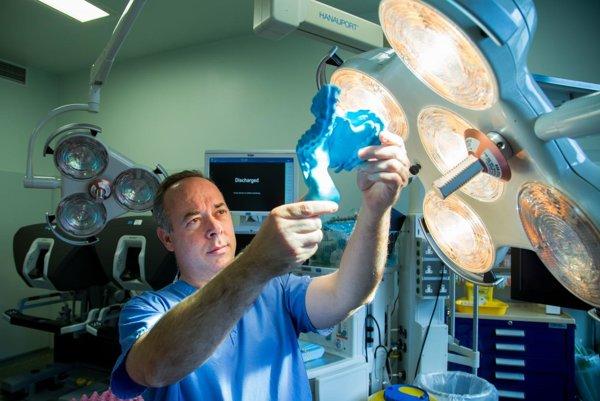 Mezentérium (okružie) povýšil na orgán chirurg J. Calvin Coffey.