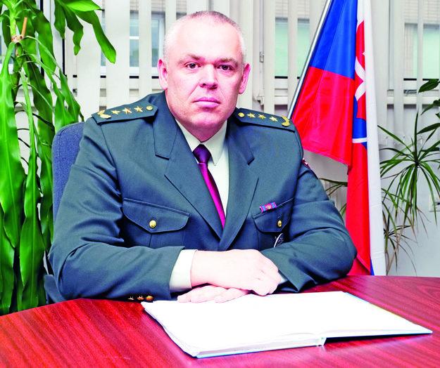 Branko Kubiš (47) pracuje v polícii už 27 rokov. Ako 20 ročný nastúpil na Obvodné oddelenie Policajného zboru v Trnave, postupne prešiel rôznymi postami poriadkovej a dopravnej polície. Pred ustanovením do funkcie riaditeľa pracoval ako zástupca okresného riaditeľa PZ v Trnave. Je ženatý, má jedno dieťa, s rodinou býva v Ružindole. Vo voľnom čase sa rád venuje turistike, bicyklovaniu a športovému rybolovu.