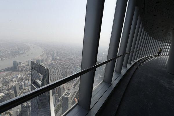 Pohľad zo Shanghai Tower, druhej najvyššej budovy sveta.