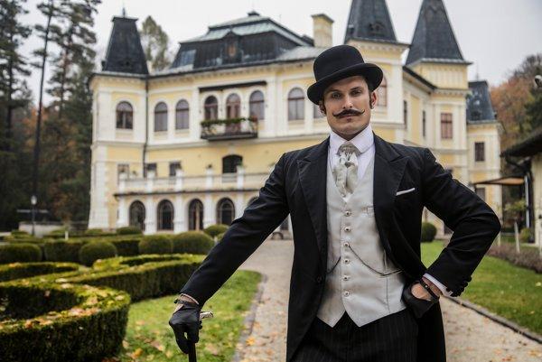 Ján Koleník ako detektív z konca 19. storočia.
