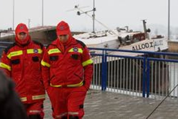 Pri haváriách na vodnom diele volajú dobre vybavenú Komplexnú centrálnu záchrannú službu.
