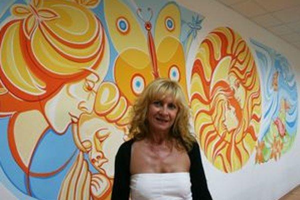 Adriana Jeleneková pred svojím dielom.