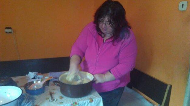 Veronika Muránska pripravuje medovníky.