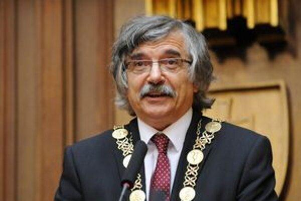 Rektor UK Karol Mičieta.