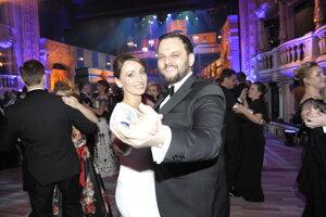 Moderátor Junior s manželkou