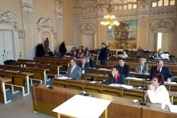 Rimavská Sobota, ktorá má necelých 24tisíc obyvateľov, má dnes 19 mestských poslancov.