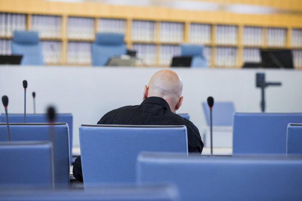 Frank S. na súde v Düsseldorfe.