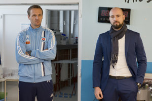Na snímke vpravo šéf ŠK Slovan Bratislava Ivan Kmotrík ml. a vľavo tréner ŠK Slovan Ivan Vukomanocič.