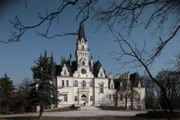 Vybraní autori v Budmericiach oceňujú, že na zámku majú pokoj na prácu.