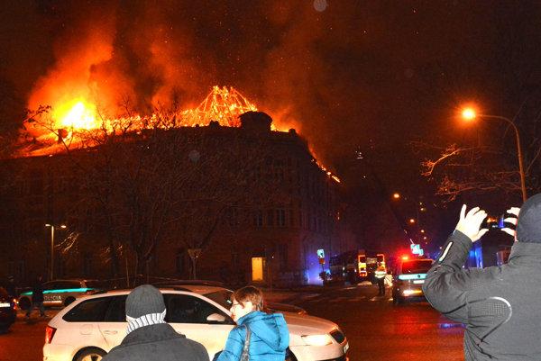 Strecha Prírodovedeckej fakulty zhorela do tla.
