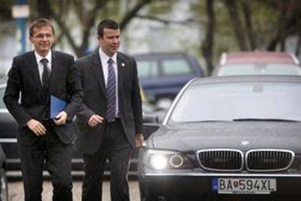 Obvinenie z rýchlej jazdy minister Galko exministrovi Kaliňákovi vrátil na blogu.