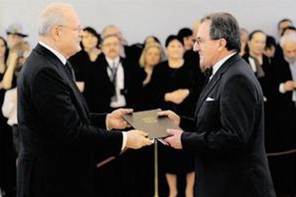 Exminister životného prostredia Jozef Medveď je profesorom v odbore sociálna práca.