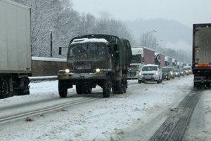 Kolóny kamiónov sa ťahali až po banskobystrickú mestskú časť Jakub.