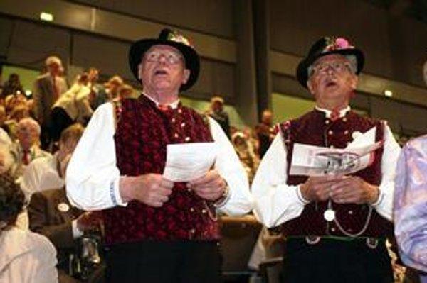 Sudetskí Nemci sa schádzajú na zrazoch, kde si pripomínajú, odkiaľ pochádzajú.