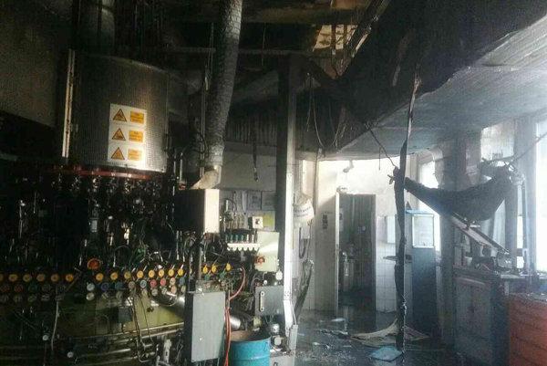 Požiar výrobnej haly na technické sklo.