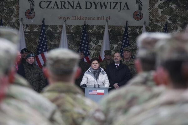 Poľská premiérka Beata Szydlová počas uvítacej ceremónie.