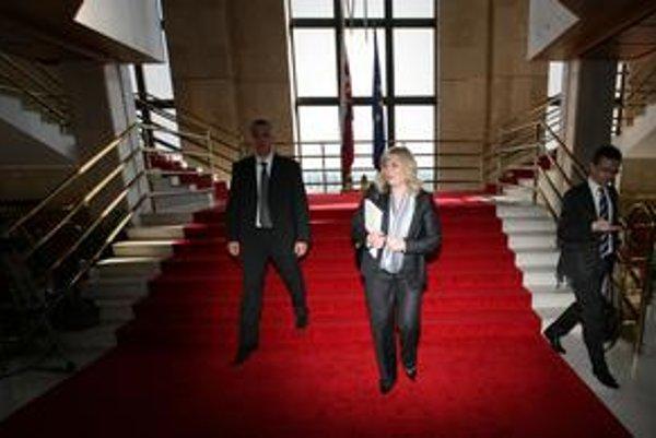 Premiérka zvolala novú malú koaličnú radu.