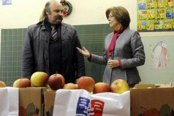 Vareha rozdával aj jabĺčka s prvou dámou.