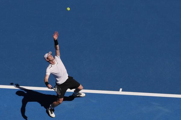 Britský tenista Andy Murray počas zápasu prvého kola na grandslamovom turnaji Australian open v Melbourne.