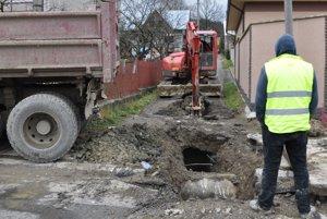 Po výstavbe kanalizácie treba opraviť cesty.