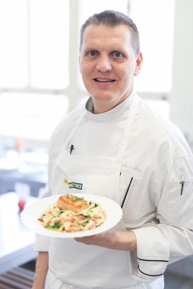 Šéfkuchár Vojto Artz pripravil deťom lososa na viaceré spôsoby.