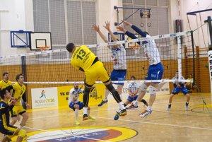 Košičania (v žltom) zdolali Komárno vdramatickom päťsetovom zápase