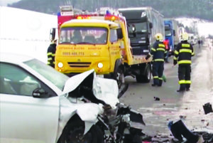 Nehoda zablokovala premávku.