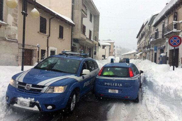 Polícia v zasiahnutej obci Montereale.