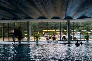 O Papierničku je najväčší záujem cez školské prázdniny a sviatky. Krytý bazén bol v horúčavách prázdny.