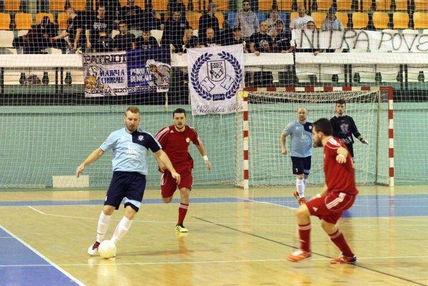 Futsalisti MFsK mali v piatok podporu skupinky hokejových fanúšikov.
