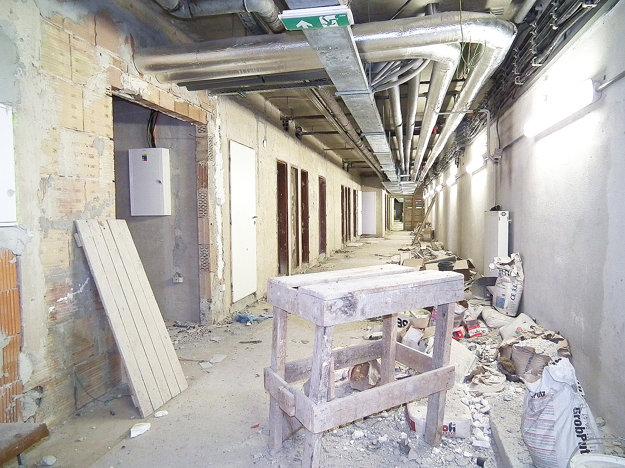 Suterén bude zrejme ďalšou časťou budovy, ktorú bude treba v blízkej budúcnosti dokončiť.