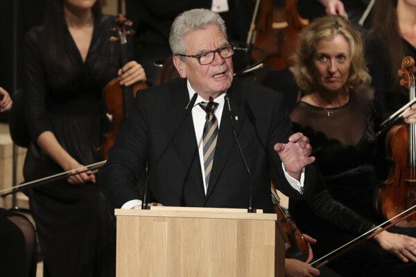 Nemecký prezident Joachim Gauck reční na slávnostnom otvorení budovy Labskej filharmónie v severonemeckom prístavnom meste Hamburg.