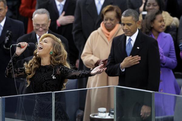 Beyoncé (vľavo) na Obamovej druhej inaugurácii v roku 2013.