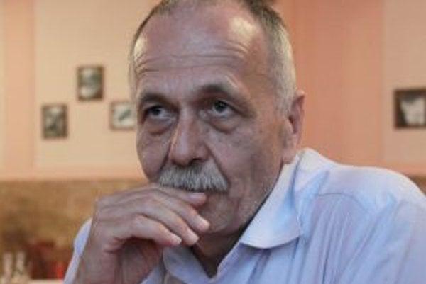 Vyštudoval angličtinu a slovenčinu na Filozofickej fakulte UK v Bratislave. V roku 1981 získal akademický titul PhDr., v roku 1987 obhájil dizertačnú prácu, v roku 1997 bol menovaný za docenta. V rokoch 1986 – 1989 bol externým redaktorom Revue svetovej l