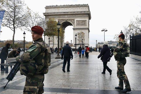 Turisti mali v Paríži najradšej Víťazný oblúk. Dnes ich počet klesol.