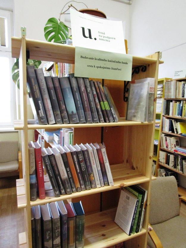 Nové tituly. Rozšírili knižničný fond.