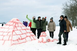 Egyptská pyramída.Postavili ju členky Únie žien Slovenska v Malinovej.