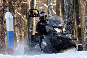Snežné skútre sú nenahraditeľní pomocníci.
