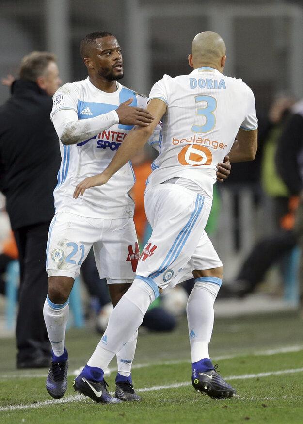 Patrice Evra (vľavo).