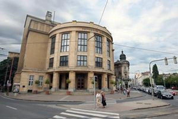 Najstaršia slovenská univerzita láka tisíce maturantov na právo. Nový systém prijímania bez testov pustil na školu aj slabších študentov.