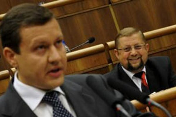 Vľavo podpredseda KDH Daniel Lipšic a vpravo predseda Najvyššieho súdu Štefan Harabin.